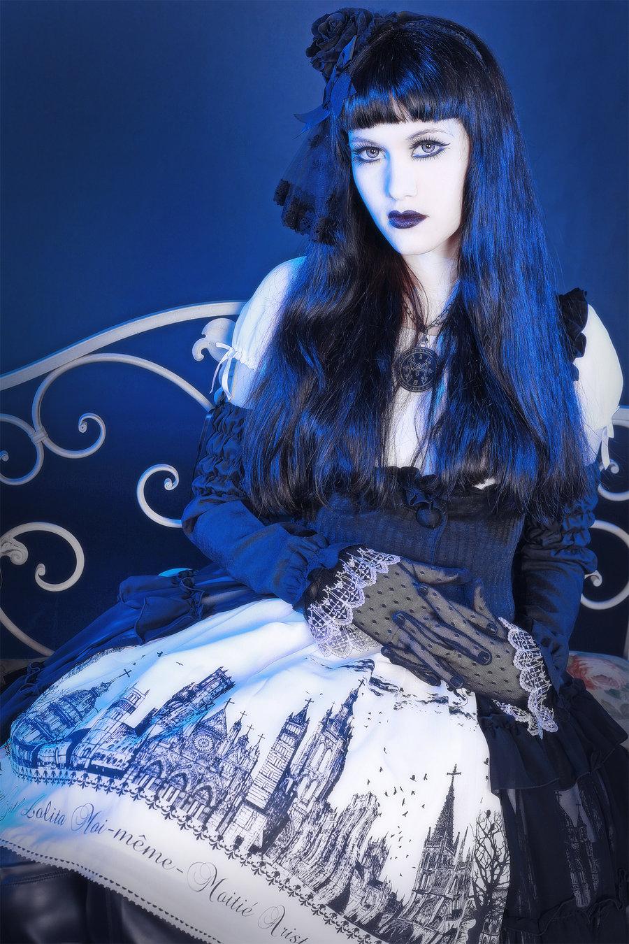 Elegant gothic aristocrat fashion 70