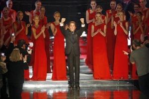 valentino_garavani_last_fashion_show02_thumb[3]