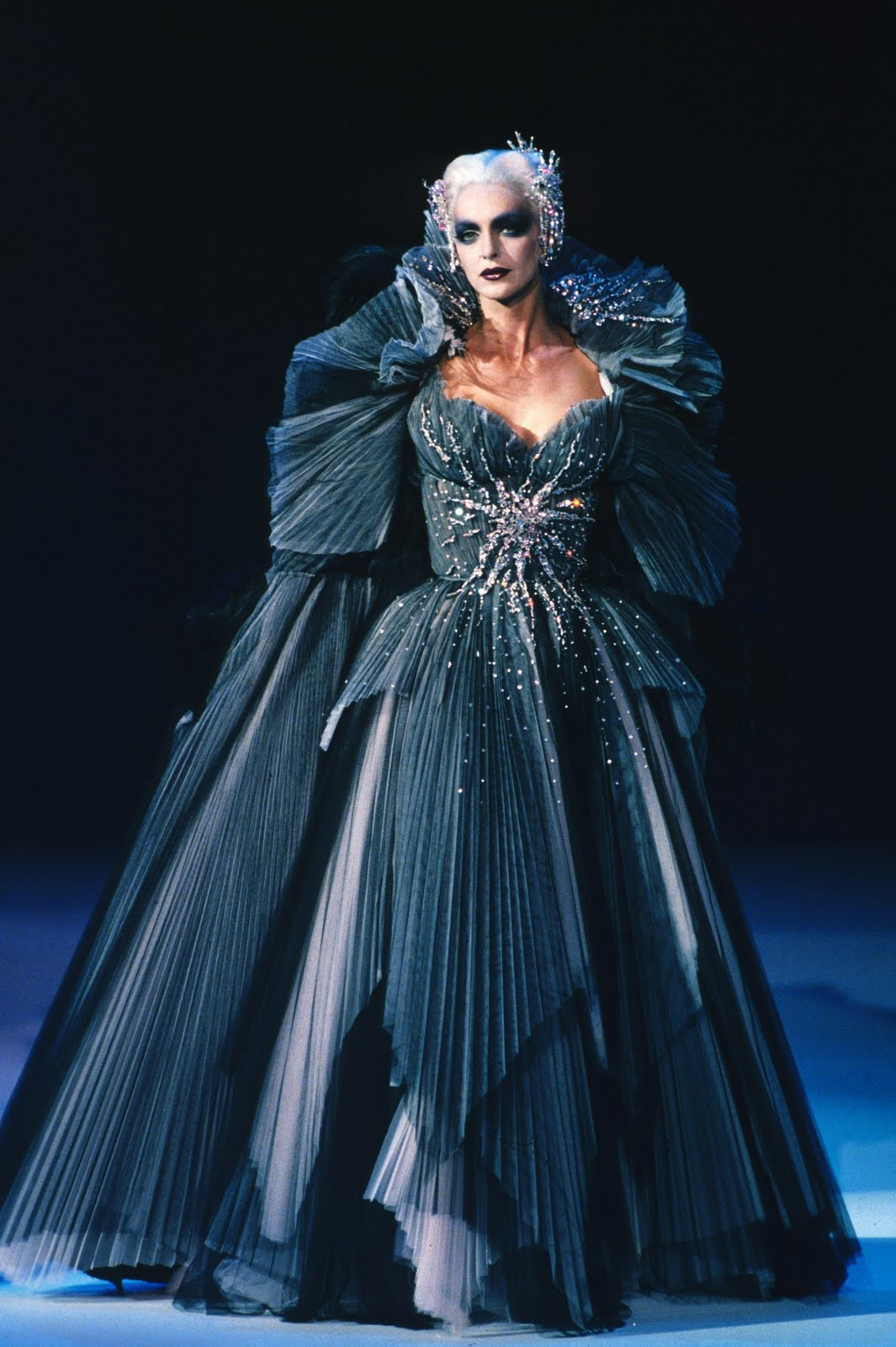 Theirry mugler fashion design kingscliff design history for Haute design